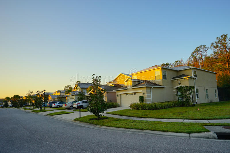 Zonstijging en huis in Florida royalty-vrije stock foto's