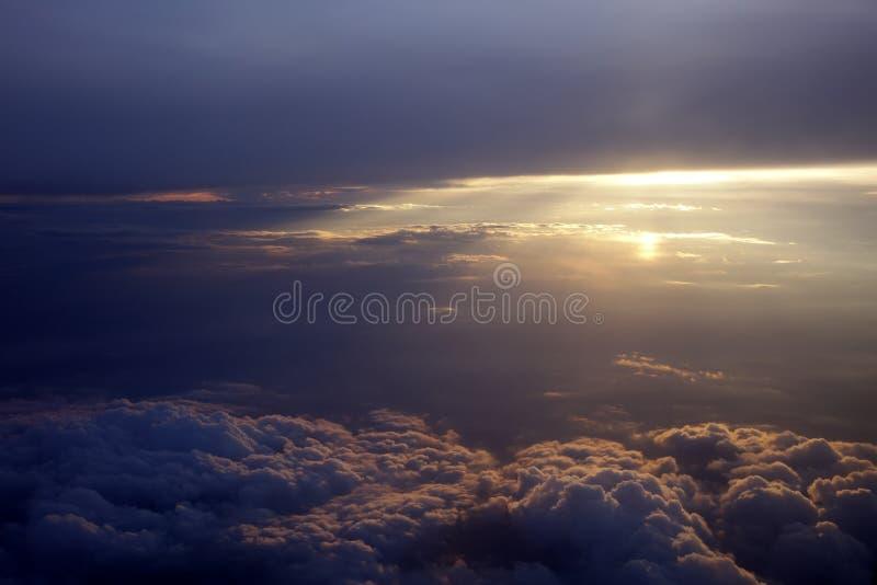 Zonstralen met wolken royalty-vrije stock foto