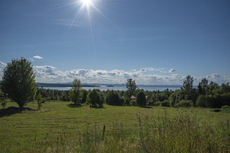 Zonstralen in Tallberg in Zweden stock afbeeldingen