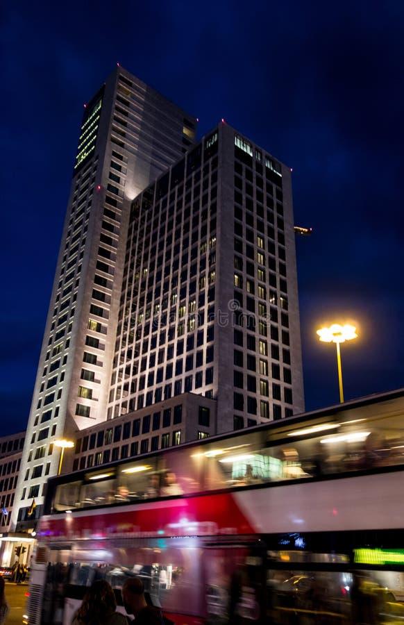 Zoofenster-Wolkenkratzer in Berlin stockbild