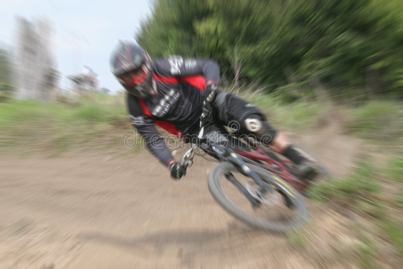 Zoom de la bici de montaña foto de archivo