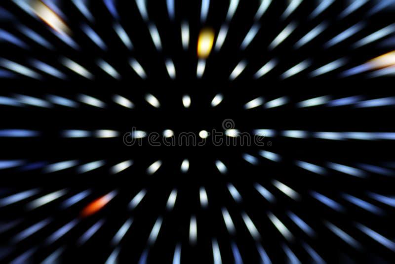 Zoomeffekt-Lichtstrahl bokeh Bewegung verwischt auf Hintergrund des dunklen Schwarzen stockfoto