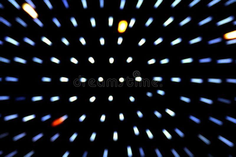Zoomeffektstrahlnbeleuchtung bokeh Bewegung verwischt auf Hintergrund des dunklen Schwarzen lizenzfreies stockbild