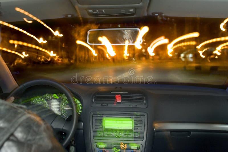 Zoomin durch Straße lizenzfreies stockfoto
