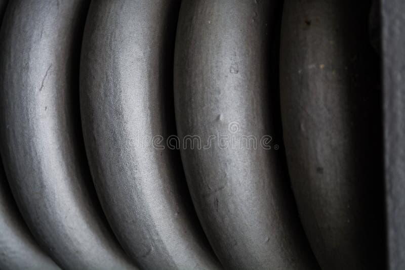 Zopf, graues starkes der Spirale vom Metall, für Wartung von Bauelementen Fr?hling Beschaffenheit oder ein Hintergrund in den mon lizenzfreie stockfotografie