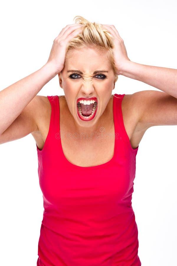 Zorn, Frustration - Frau, die an der Kamera schreit lizenzfreie stockfotos