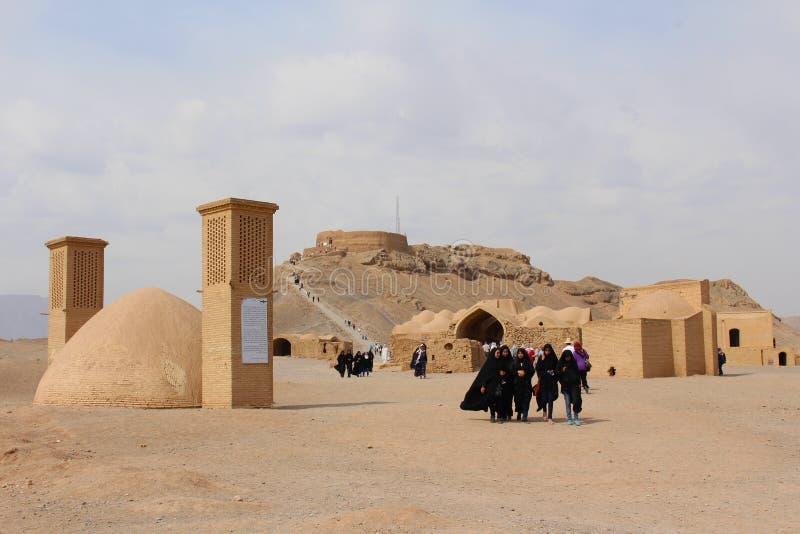 Zoroastrian torn av tystnad och vindtorn i Yazd, Iran fotografering för bildbyråer