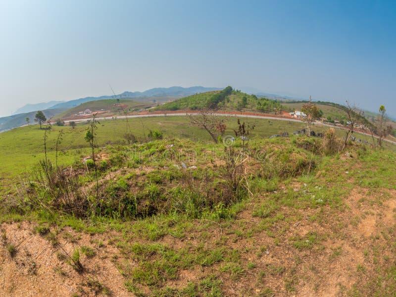 Zorrera vieja de la guerra de Vietnam Meseta de Xiangkhoang, Laos fotografía de archivo libre de regalías
