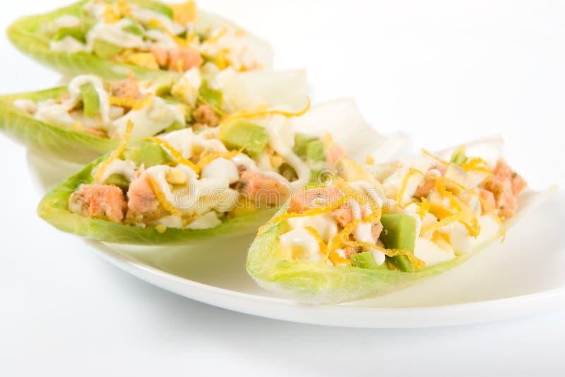 zostaw sałatkowego avocado cykorii łososia fotografia royalty free