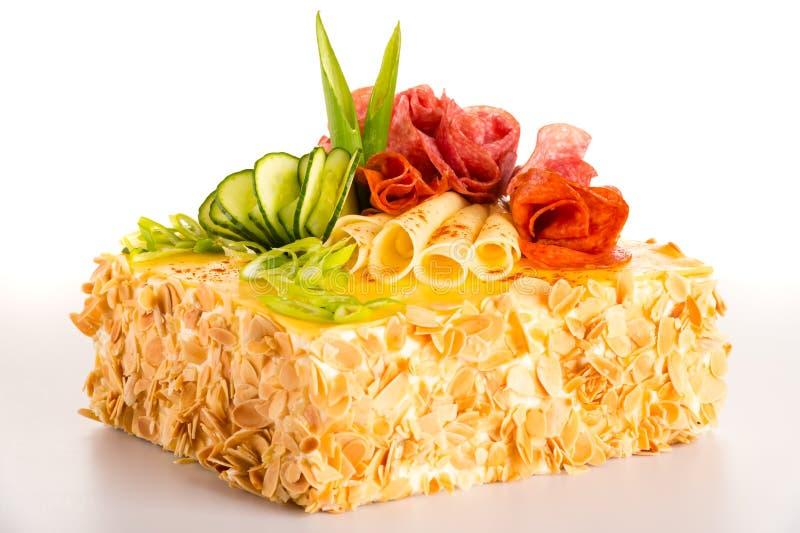 Zout de salamigebakje van de cakebrood verfraaid kaas stock afbeelding