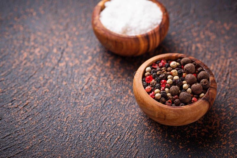 Download Zout En Peper Culinaire Achtergrond Stock Foto - Afbeelding bestaande uit cooking, concept: 114226772