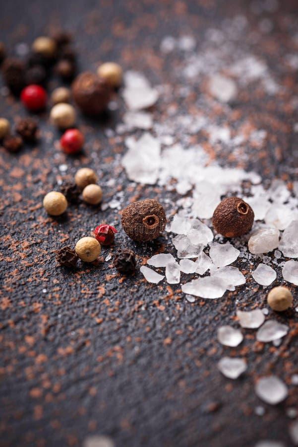 Download Zout En Peper Culinaire Achtergrond Stock Afbeelding - Afbeelding bestaande uit zout, peper: 114226803