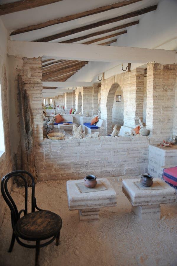 Zout hotel voor toeristen op de zoute vlakten van Uyuni stock afbeeldingen