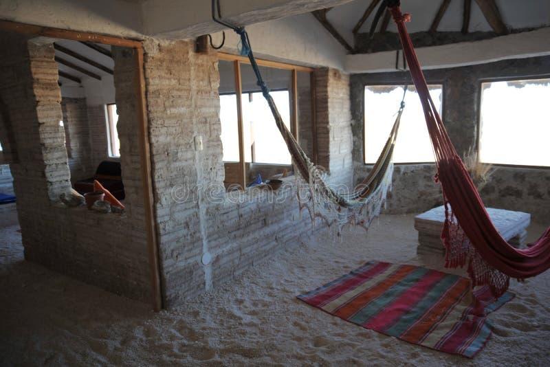 Zout hotel voor toeristen op de zoute vlakten van Uyuni royalty-vrije stock foto