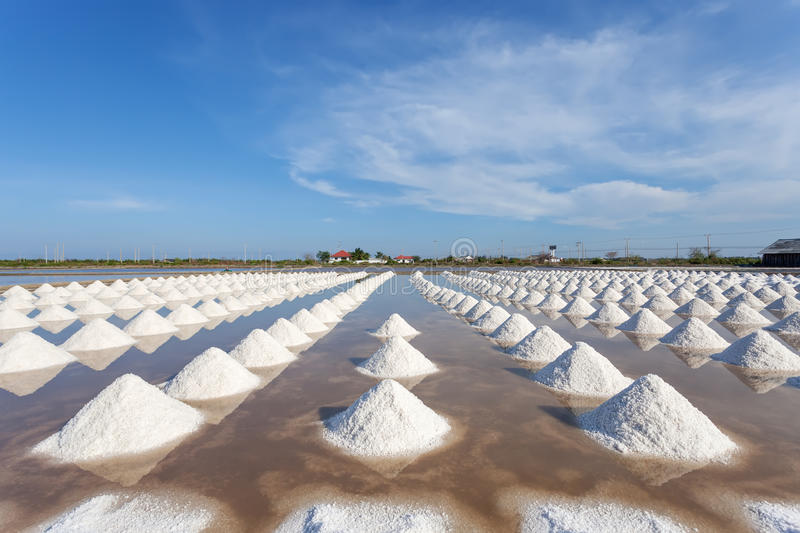 Zout in overzees zout landbouwbedrijf klaar voor oogst, Thailand royalty-vrije stock afbeeldingen