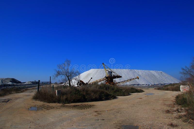 Zoute benutting in zout in Camargue, Frankrijk stock afbeeldingen
