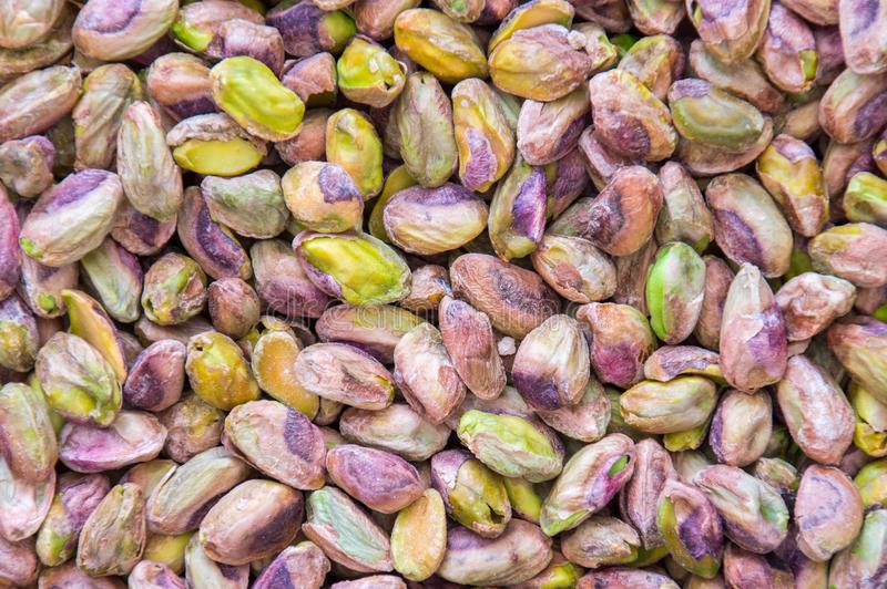 Zoute pistaches als achtergrond stock foto's