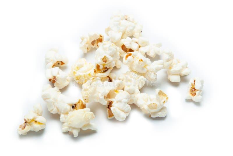 Zoute Popcorn die op witte achtergrond wordt geïsoleerd royalty-vrije stock afbeeldingen