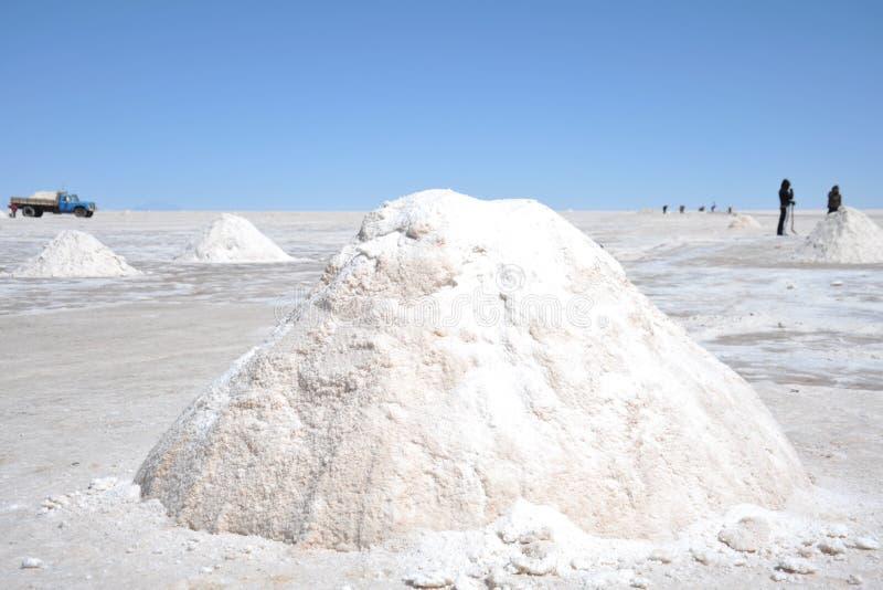 Zoute productie op de zoute vlakten van Uyuni stock afbeelding