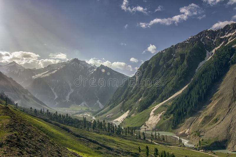 Zozila passerande i Ladakah, Jammu and Kashmir, Indien arkivbilder