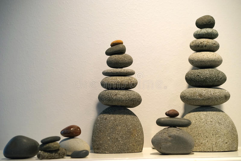 Zrównoważeni rockowi totemy zdjęcie royalty free