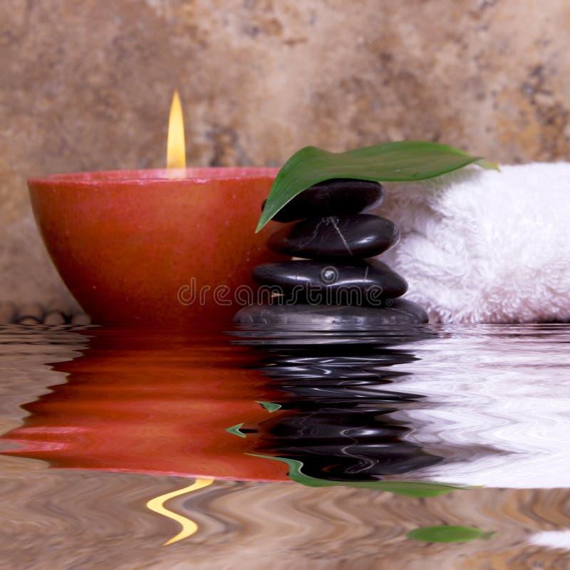 zrównoważona świeczka kołysa ręcznika obrazy stock