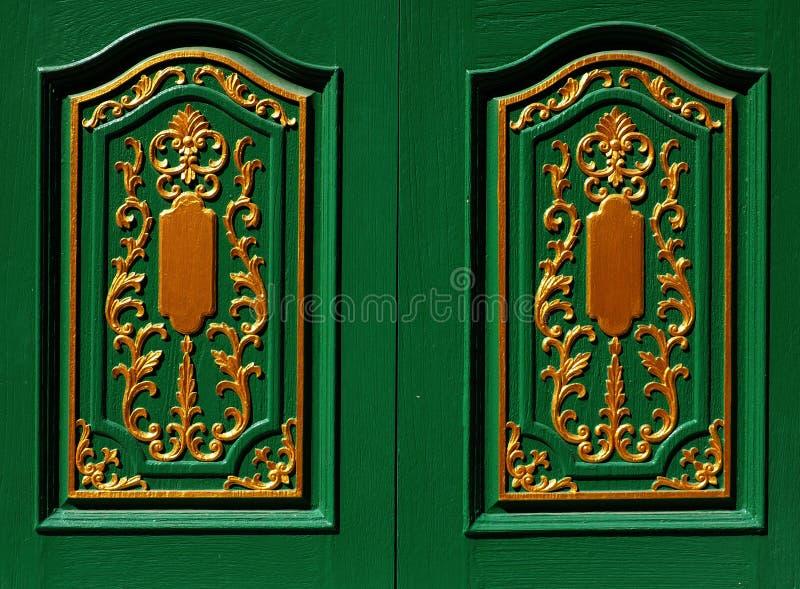 Zręcznie wykonywać ręcznie zieleni żaluzje zdjęcia royalty free