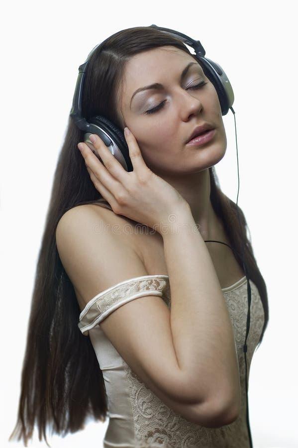zrelaksować brunetki muzyki zdjęcia stock