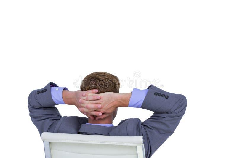 Zrelaksowany biznesmen przedłużyć na krześle fotografia stock