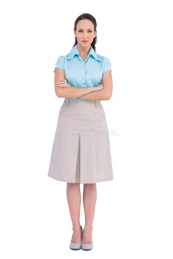 Zrelaksowany elegancki bizneswomanu pozować zdjęcia stock