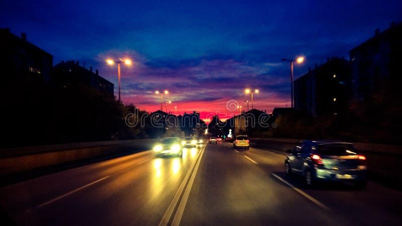 Zrenjanin am Nacht-wiew von der Brücke lizenzfreie stockfotografie