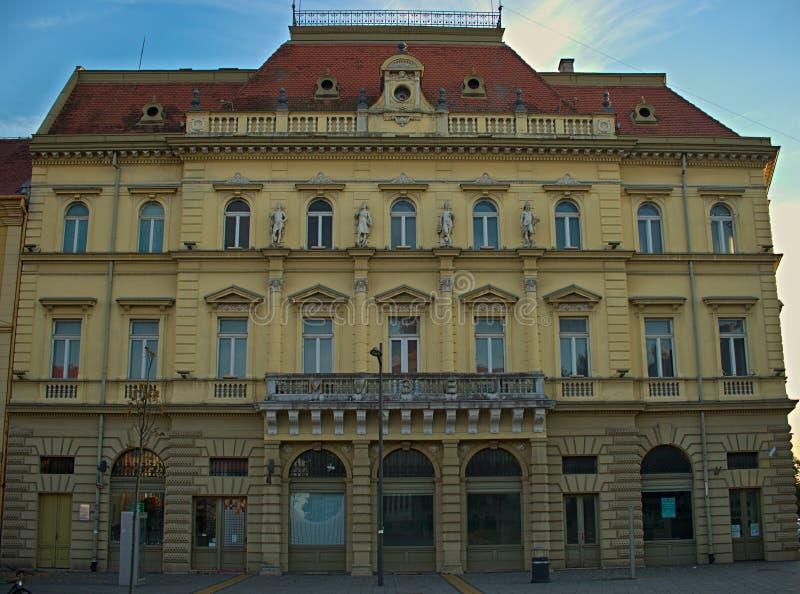 ZRENJANIN, SERBIA, PAŹDZIERNIK 14th 2018 - Barokowy budynek na głównym placu zdjęcia stock