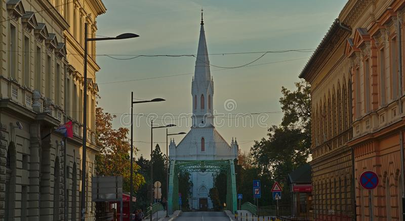 ZRENJANIN, SERBIE, le 14 octobre 2018 - église catholique blanche image stock