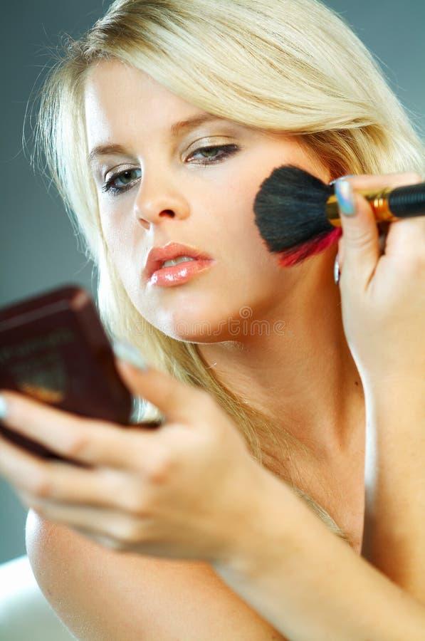 zrobić makijaż dziewczyny zdjęcia stock