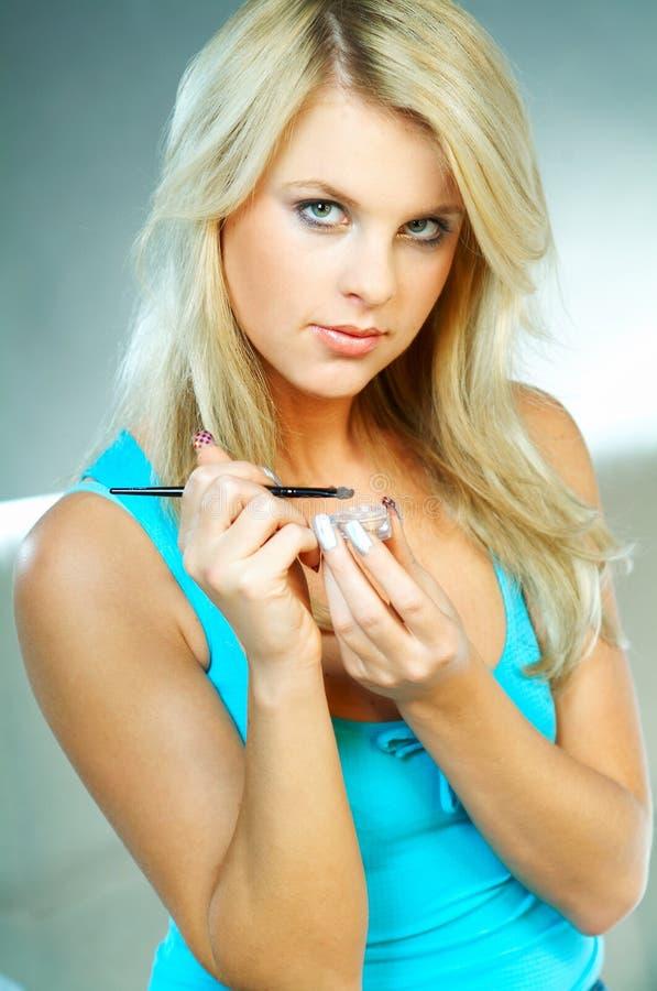 zrobić makijaż dziewczyny obrazy royalty free