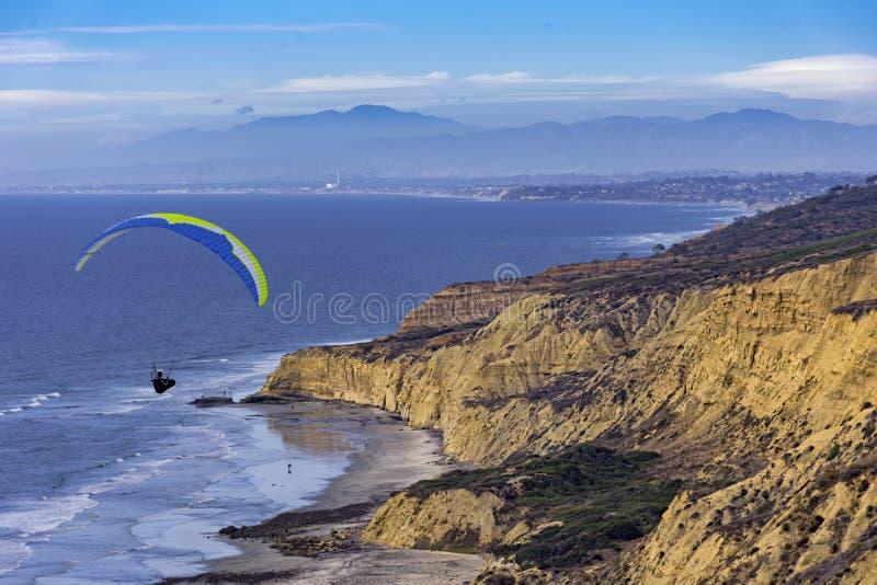 Zrozumienie szybowiec wznosi się przy Torrey sosen losu angeles Jolla Kalifornia usa fotografia royalty free