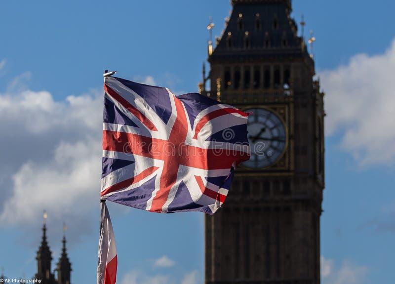 Zrzeszeniowej dźwigarki Big Ben i flaga zdjęcia royalty free