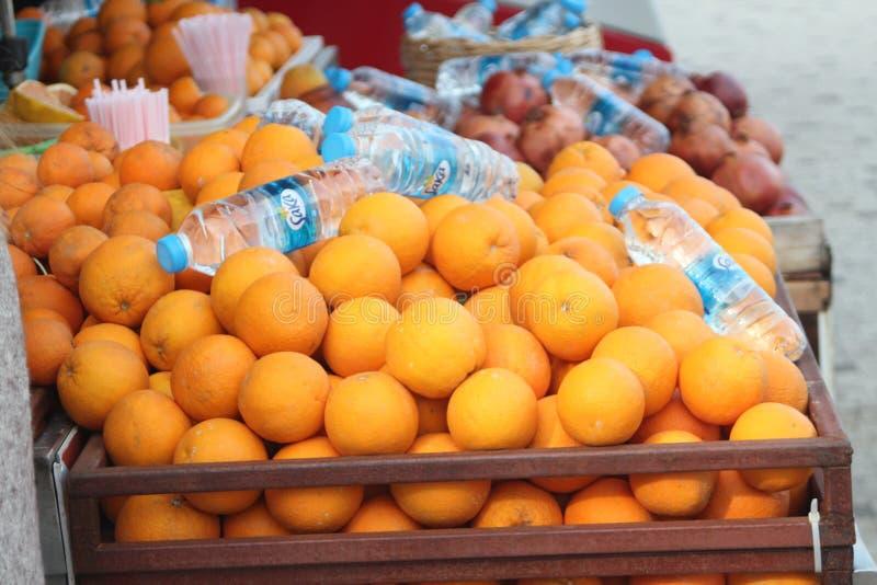 Zu kaufen Orangen! stockbilder