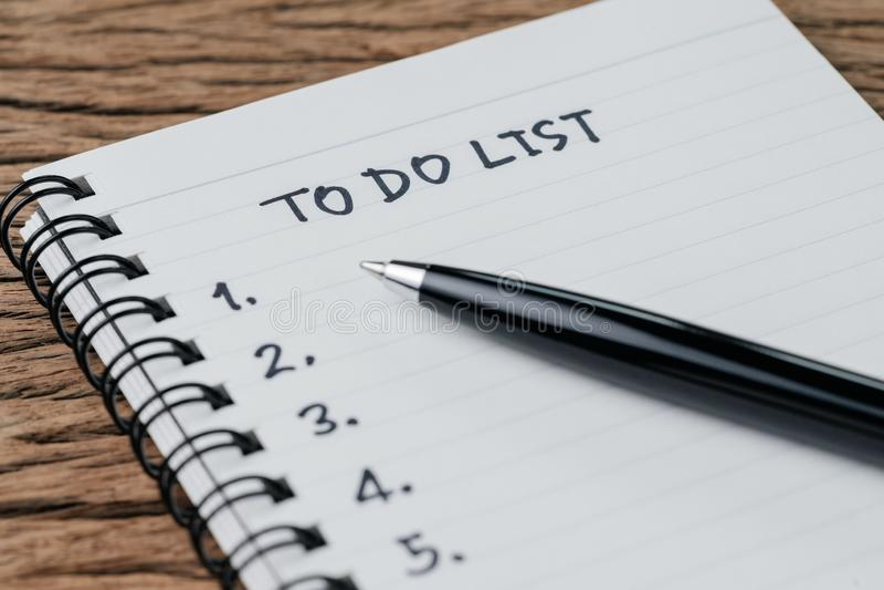 Zu Liste, Checkliste von Sachen oder Aufgaben tun, f?r Lebengewohnheit, Gesch?ftsprojekt-Plankonzept, schwarzer Stift abzuschlie? stockbild