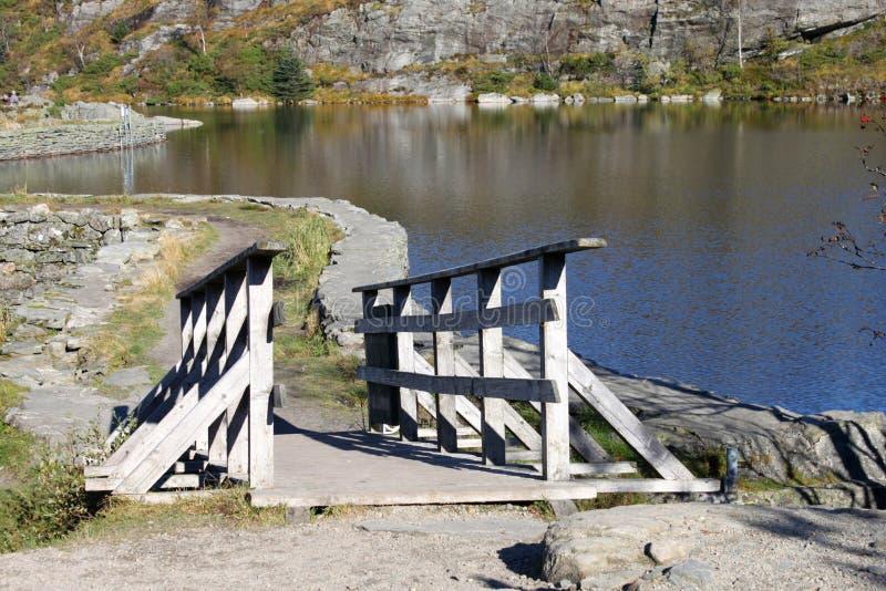 Zu stauen Brücke lizenzfreie stockfotografie