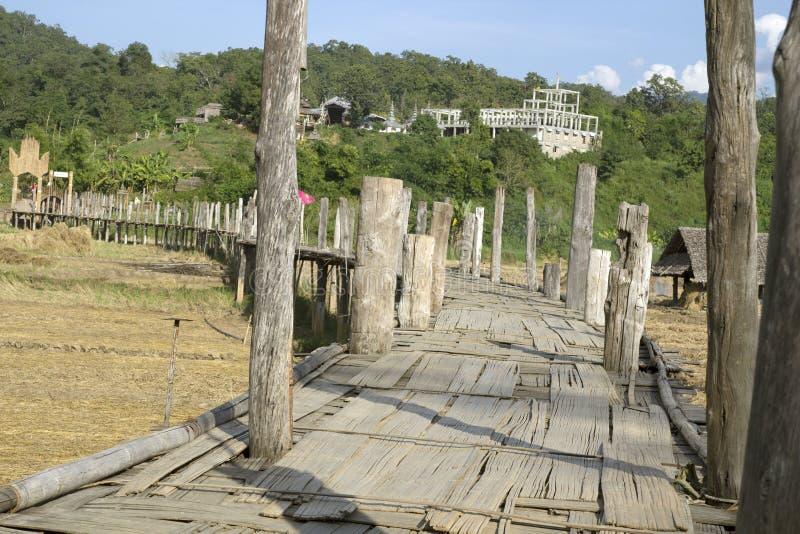 Zu Tong Pae bamboo bridge i Mae Hong Son, Thailand royaltyfri bild