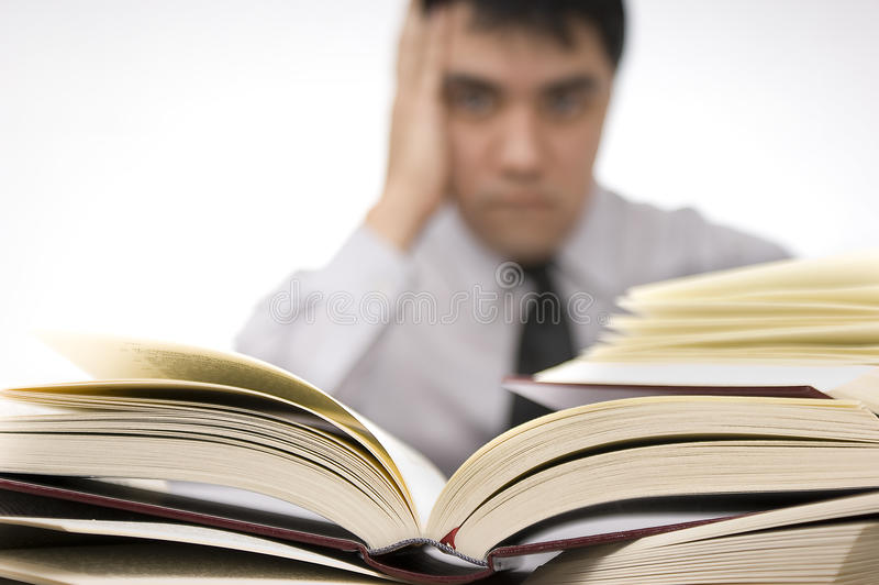 Zu viele Bücher stockfotografie