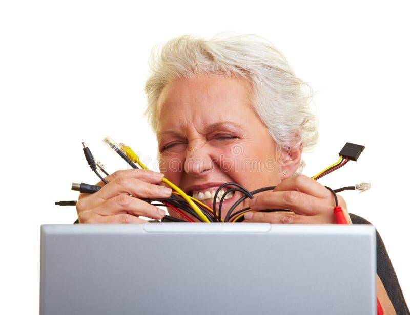 Zu viele Computerseilzüge stockfotos