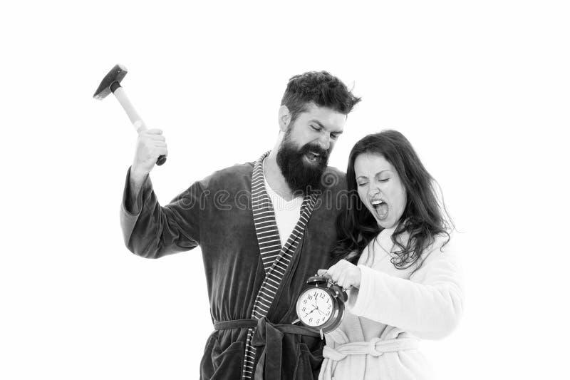 Zu viele Ger?usche Paare verschlafen, Griffwecker weckend Schlafmangel Zu fr?h weckend Verschlafen Sie und nicht erhalten stockbilder