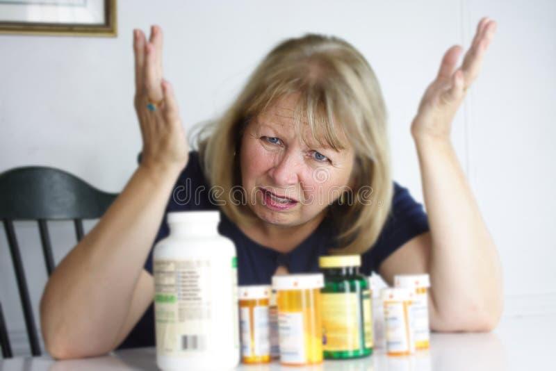Zu viele Pillen stockbilder