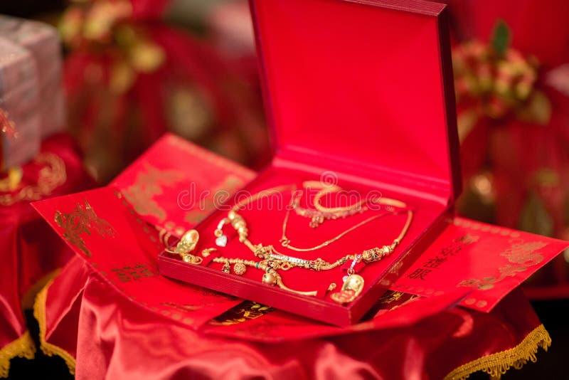 Zubehör für Braut in der thailändischen chinesischen Hochzeit stockfotos