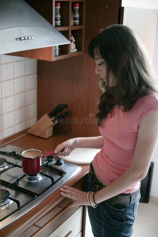 Zubereitung des Kaffees stockbilder