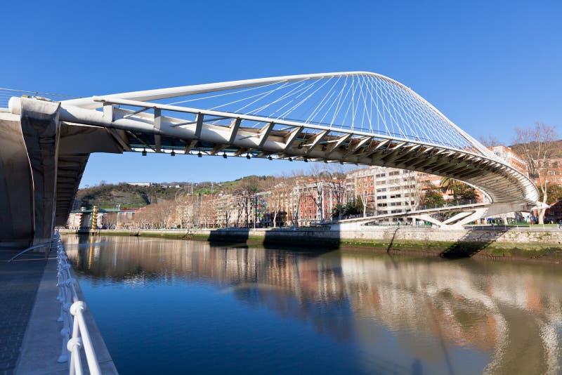 Zubizuri,园地Volantin桥梁,毕尔巴鄂,西班牙 图库摄影