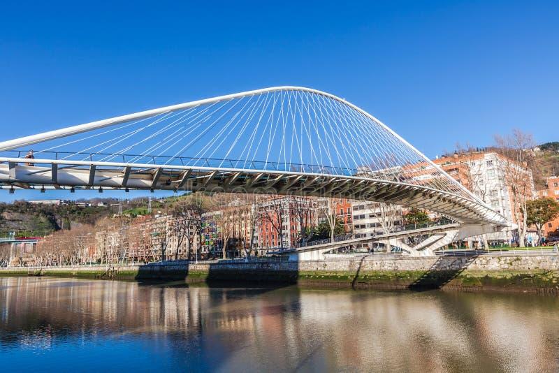 Zubizuri, a ponte de Campo Volantin, Bilbao, Espanha fotos de stock