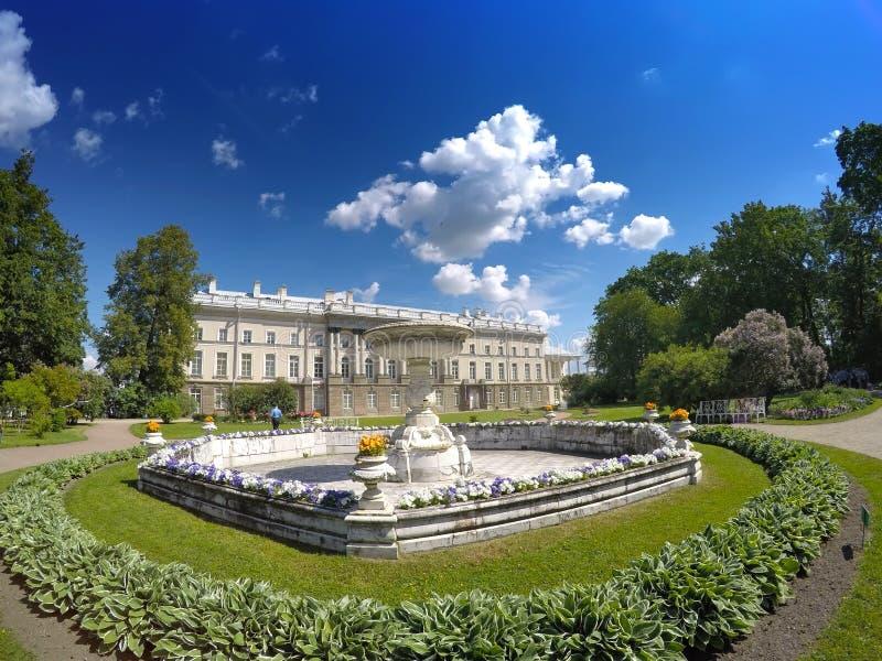 Zubov vinge av den stora slotten 24 för petersburg för park för nobility för km för catherine besök för tsarskoye för st för cent royaltyfri fotografi